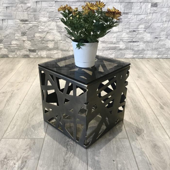 Столик из металла